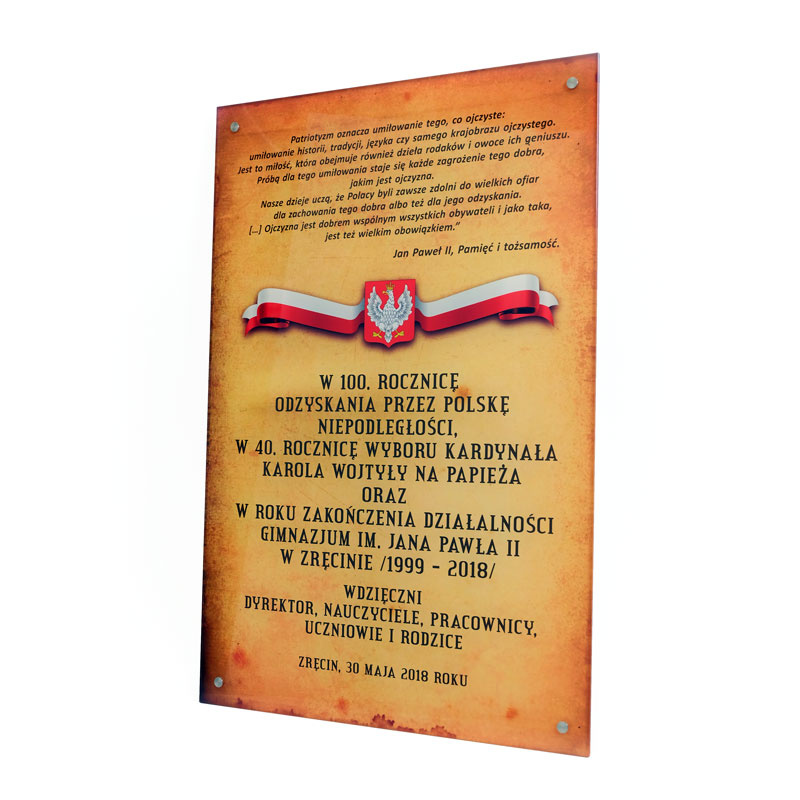 Szklana tablica z okazji 100-lecia odzyskania niepodległości