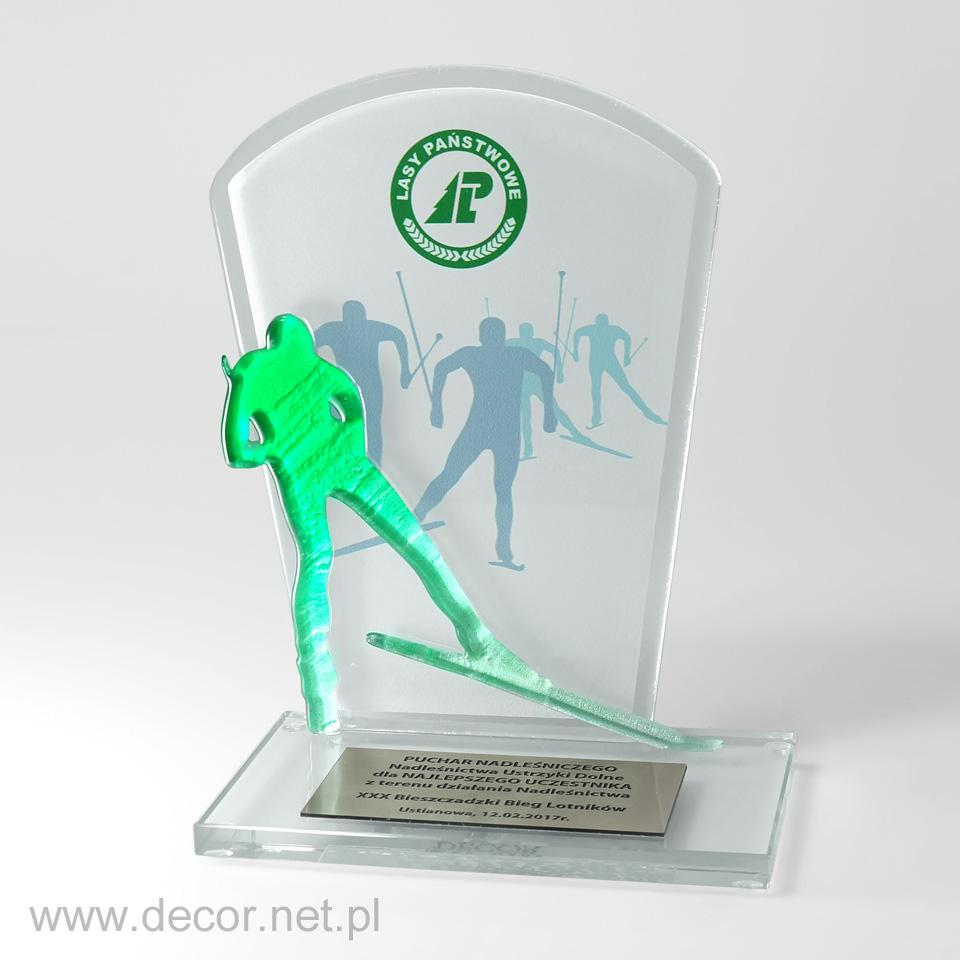 Szklany puchar, statuetka z narciarzem