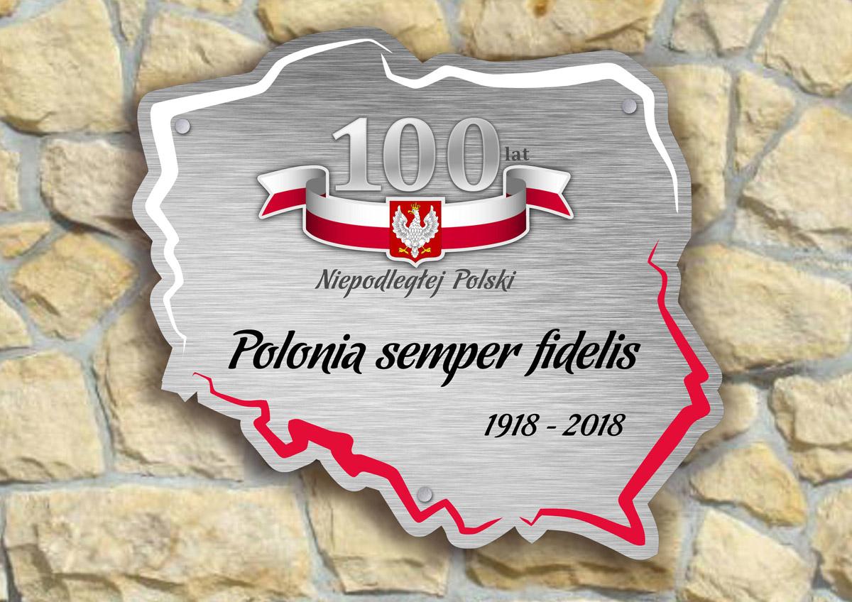 Pamiątkowa tablica z metalu na 100-lecie odzyskania niepodległości przez Polskę