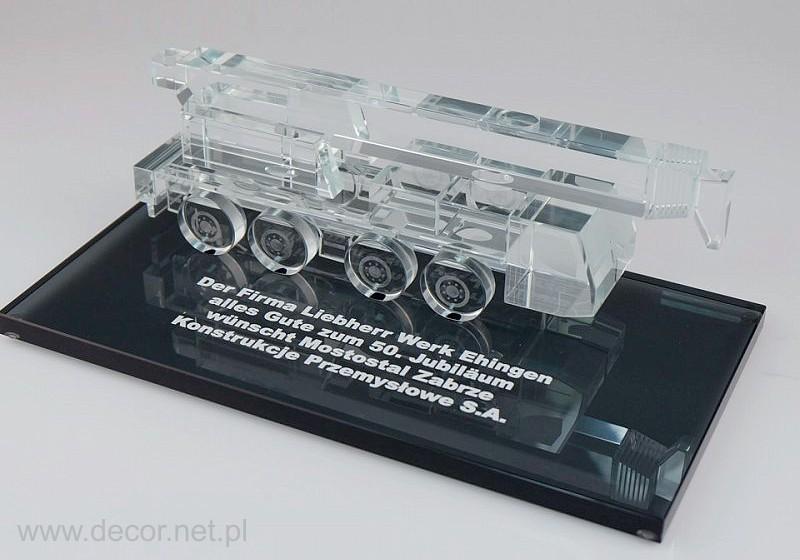 Szklana miniatura dźwigu